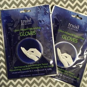 Other - Lotion-Infused Moisturizing Gloves 3 Pairs Gloves